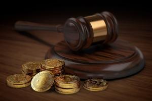 Conjunto de monedas bitcoin en la corte
