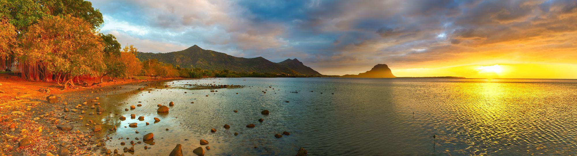 Vista de Le Morne Brabant al atardecer, República de Mauricio