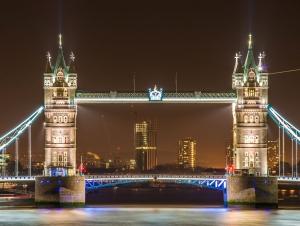 Vista del famoso Tower Bridge en Londres, Inglaterra