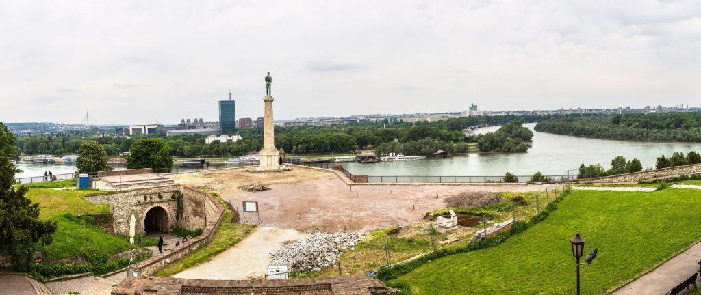Paisaje urbano desde el río Sava, Serbia