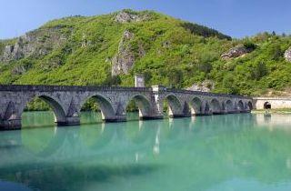 Viejo Puente de Piedra en Visegrad