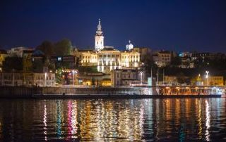 Paisaje noctureno desde los ríos Sava y Danubio, Belgrado, Serbia