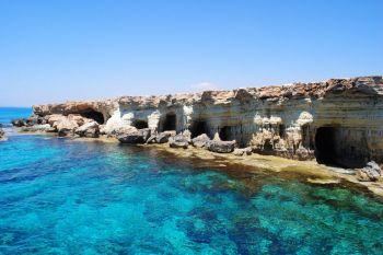 Cuevas marinas cerca de agia napa, Chipre