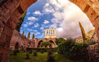 Bellapais Abbey, vista frontal. Kyrenia, Chipre