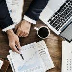¿Cómo influye la política en las inversiones?